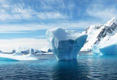 氷山の一角を表面的に解決するのではなく、氷山の下を含めた社会システム全体を大きく変えることが大切。